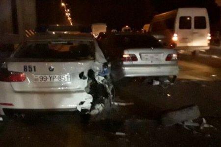 Bakıda DYP avtomobili sürücünü qovarkən qəza törətdi