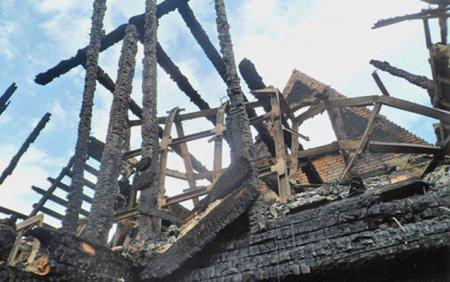 Ev yandı