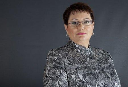 Elmira Axundova: Yazıçıların mənzilləri başlarına uçur
