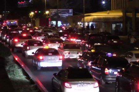 Azadlıq prospektində tıxaca səbəb olan 2800-dən çox sürücü cərimələnib - FOTO