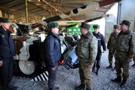 Zakir Həsənov tank bölmələrinin döyüş hazırlığını yoxladı – FOTO
